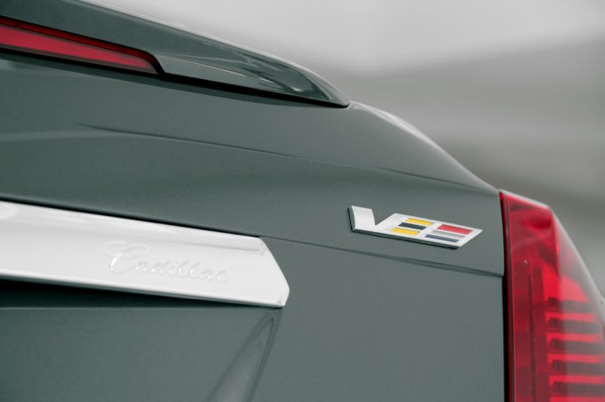 2016 Cadillac CTS-V Badge 01