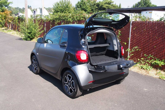 2016 smart fortwo cargo area 01