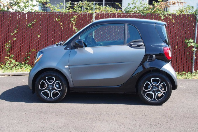 2016 smart fortwo side 01