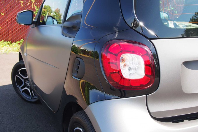 2016 smart fortwo tail light 01