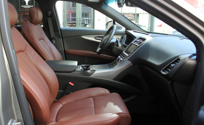 2016-Lincoln-MKX-Review-pass-seats