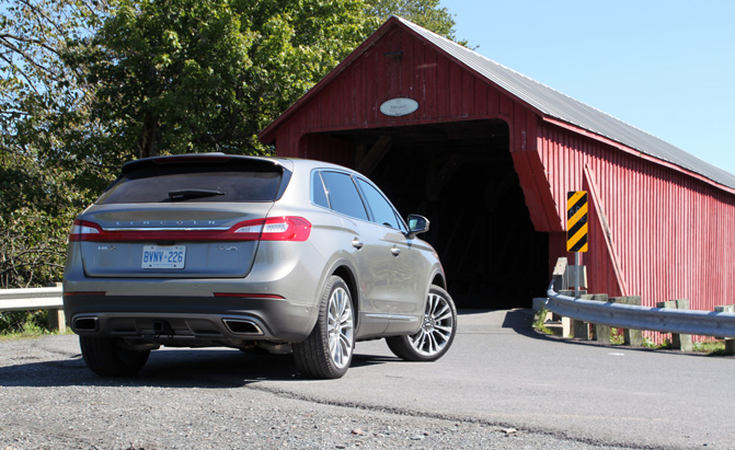2016-Lincoln-MKX-Review-rear-3q