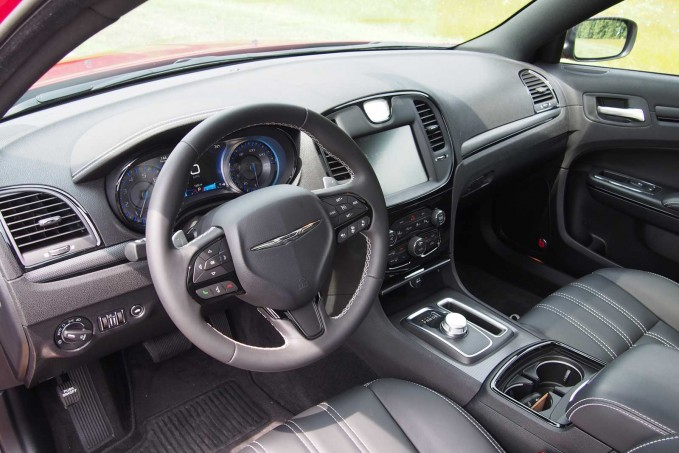 2016 Chrysler 300S Interior 01