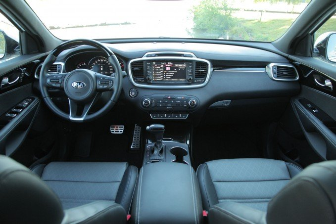 2016 Kia Sorento interior dashboard