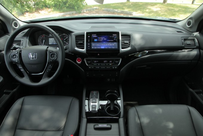 2016 Honda Pilot interior dashboard
