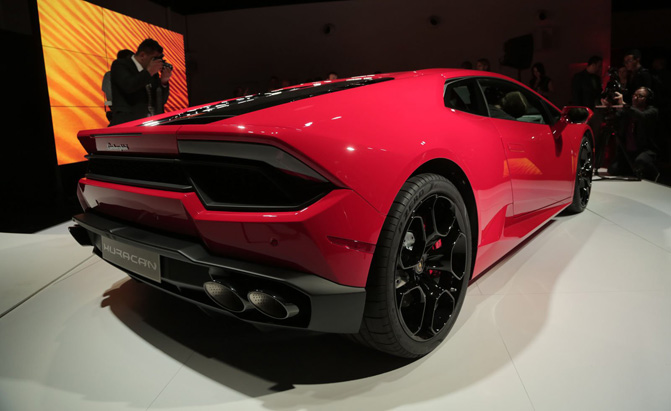 lamborghini huracan lp 580 2 video first look. Black Bedroom Furniture Sets. Home Design Ideas
