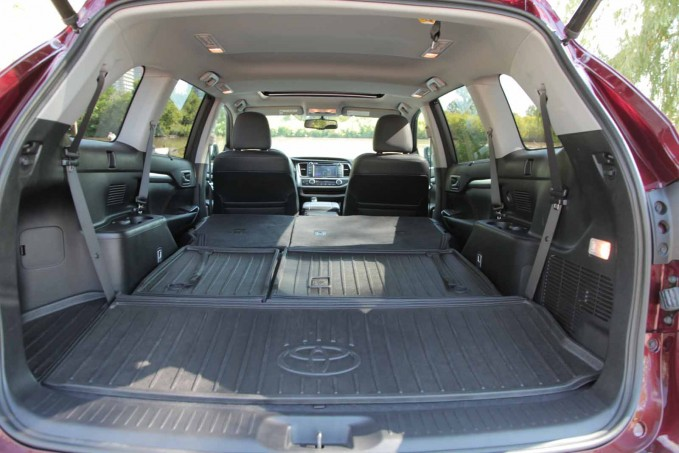 2016 honda pilot vs 2015 toyota highlander. Black Bedroom Furniture Sets. Home Design Ideas