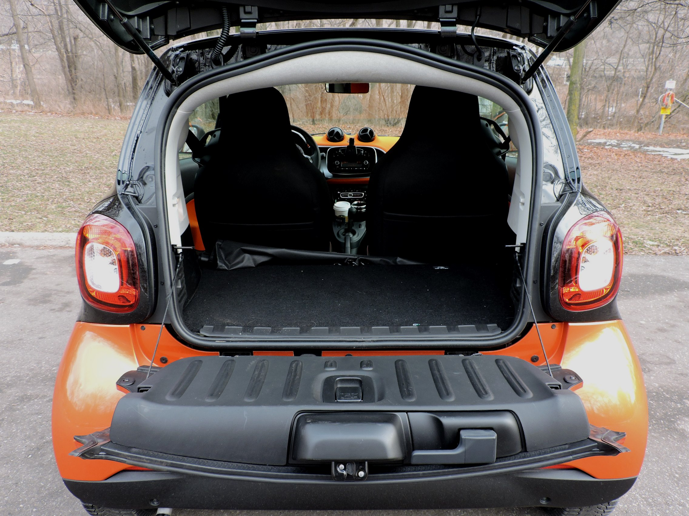 we took a 2016 smart fortwo on a long distance road trip in a snow storm news. Black Bedroom Furniture Sets. Home Design Ideas