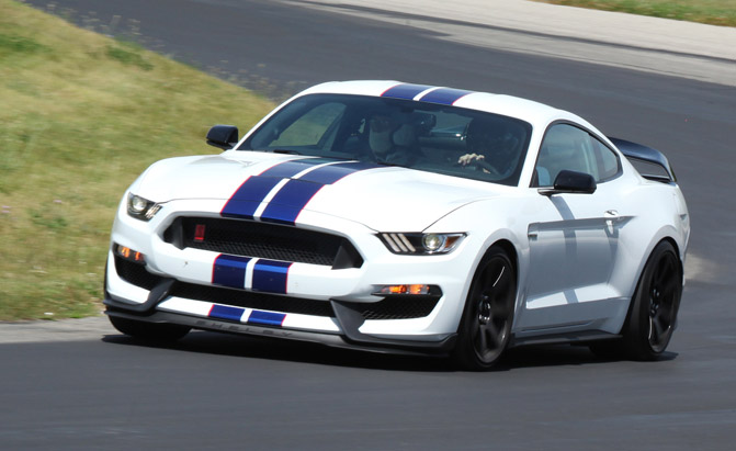2016-Ford-Mustang-GT-350