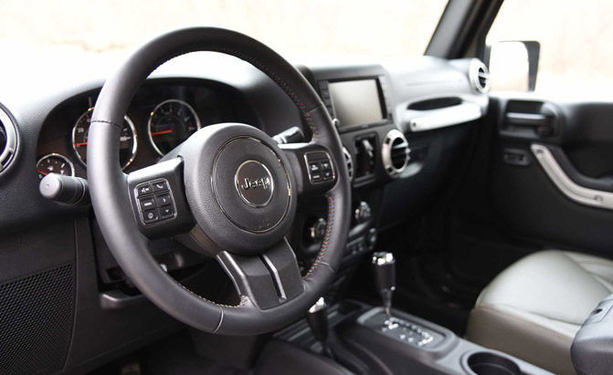 2016-Jeep-Wrangler-Unlimited-Interior-02