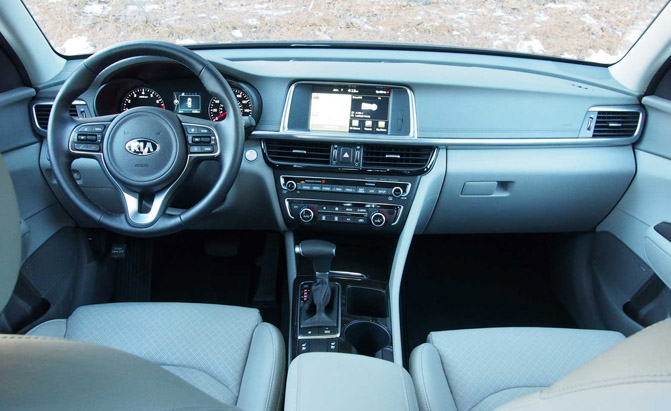2016-Kia-Optima-Interior-02