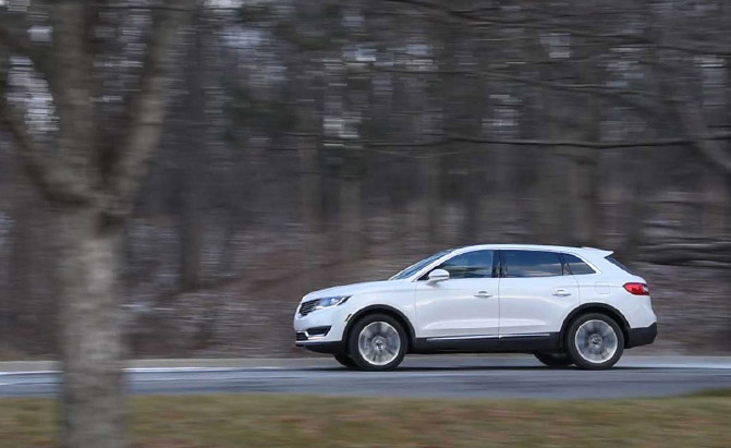 2016-Lincoln-MKX-Driving-03