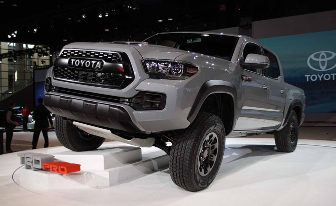 2017 toyota tacoma trd pro video first look. Black Bedroom Furniture Sets. Home Design Ideas