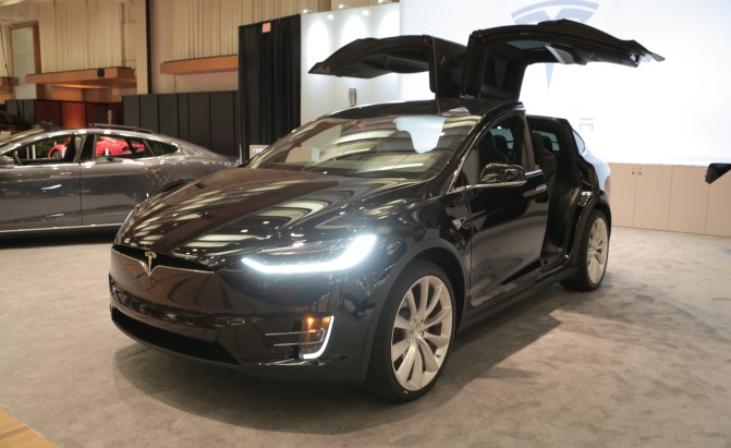 tesla model x base model gets a boost in range price news. Black Bedroom Furniture Sets. Home Design Ideas