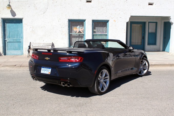 2016-Chevrolet-Camaro-Convertible-review-14