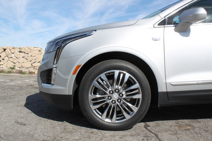 2017-Cadillac-XT5-Review-5