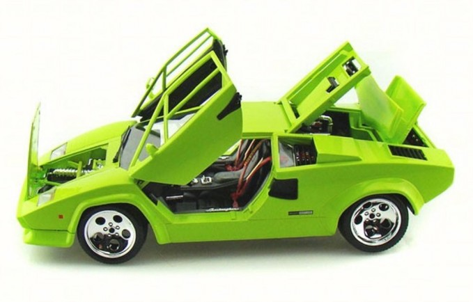 daily diecast a lime lamborghini countach for your flashback friday news. Black Bedroom Furniture Sets. Home Design Ideas