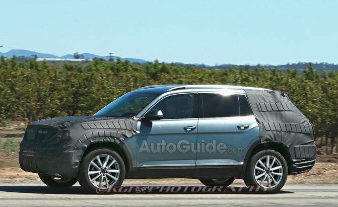 volkswagen 39 s three row crossover spied again news. Black Bedroom Furniture Sets. Home Design Ideas
