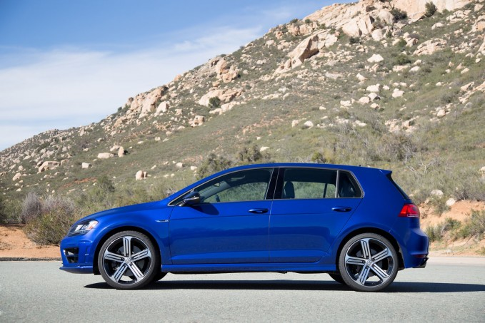 2016 Volkswagen Golf R Review-14