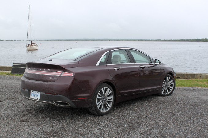 2017-Lincoln-MKZ-Review-8
