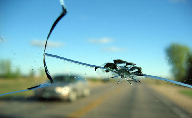 Should You Replace or Fix a Cracked Windshield? » AutoGuide.com News