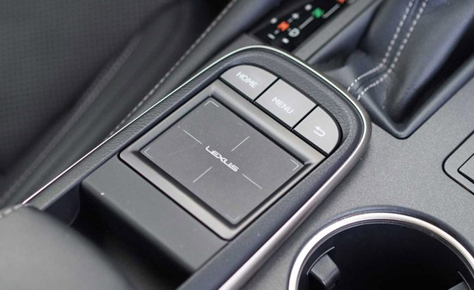 2016-Lexus-RC-200t-Remote-TOuchpad