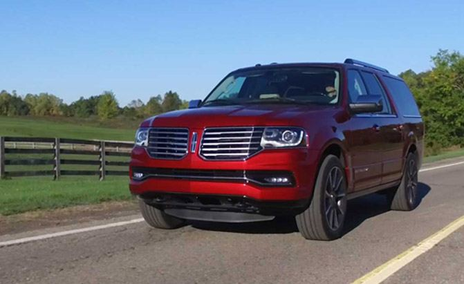 2016-Lincoln-Navigator-L-Driving-01
