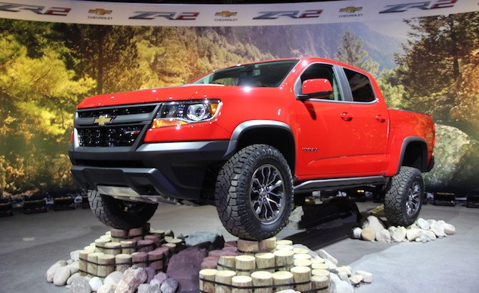 chevy colorado zr2 is prepped for dirt rocks and sand. Black Bedroom Furniture Sets. Home Design Ideas