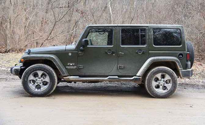 2016-jeep-wrangler-unlimited-side