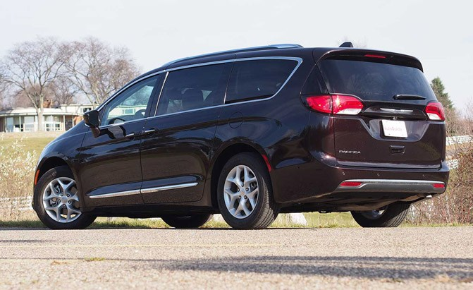 2017 chrysler pacifica touring l plus review. Black Bedroom Furniture Sets. Home Design Ideas