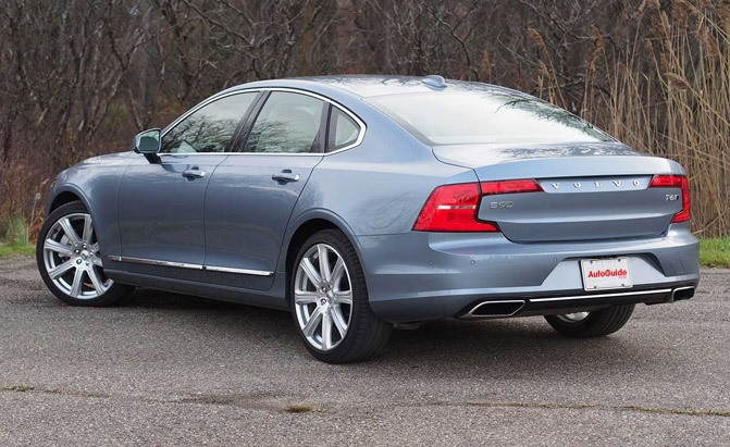 2017-volvo-s90-t6-awd-inscription-rear