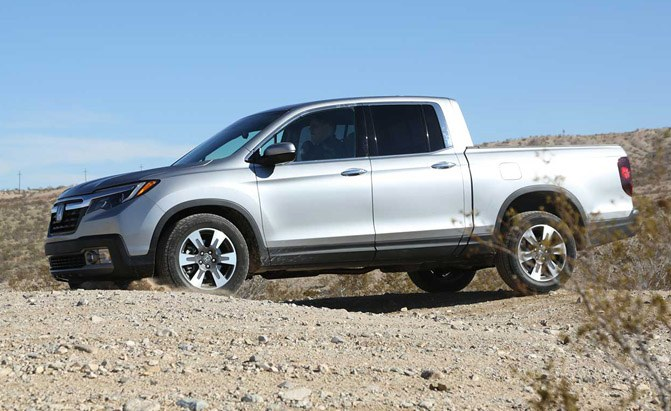 2017-honda-ridgeline-off-roading-02