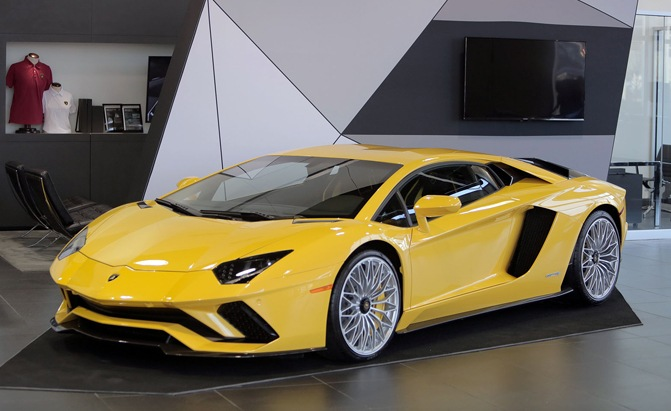 stunning lamborghini aventador s doing its rounds of public debuts news. Black Bedroom Furniture Sets. Home Design Ideas