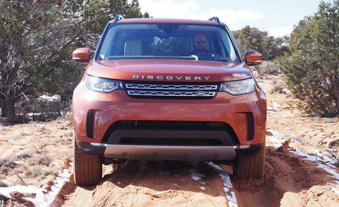 2017-land-rover-discovery-front-02