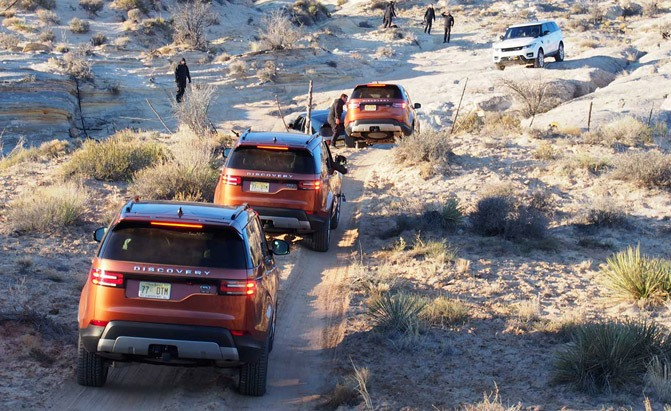 2017-land-rover-discovery-off-road-01