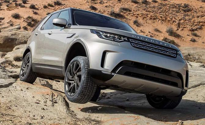2017-land-rover-discovery-off-roading