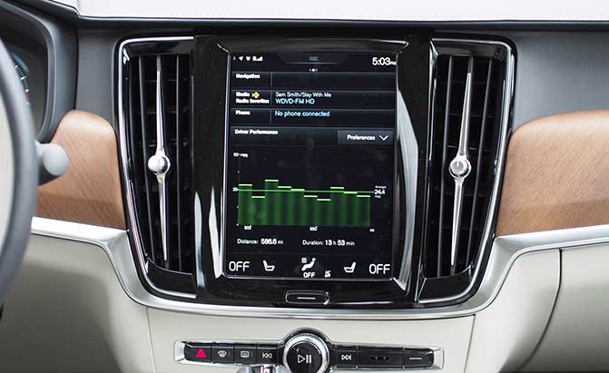 2017-volvo-s90-infotainment-system