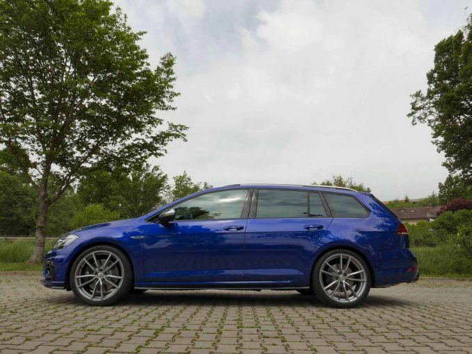 2018 Volkswagen Gti Vs Golf R Which Hot Hatch Should You Buy