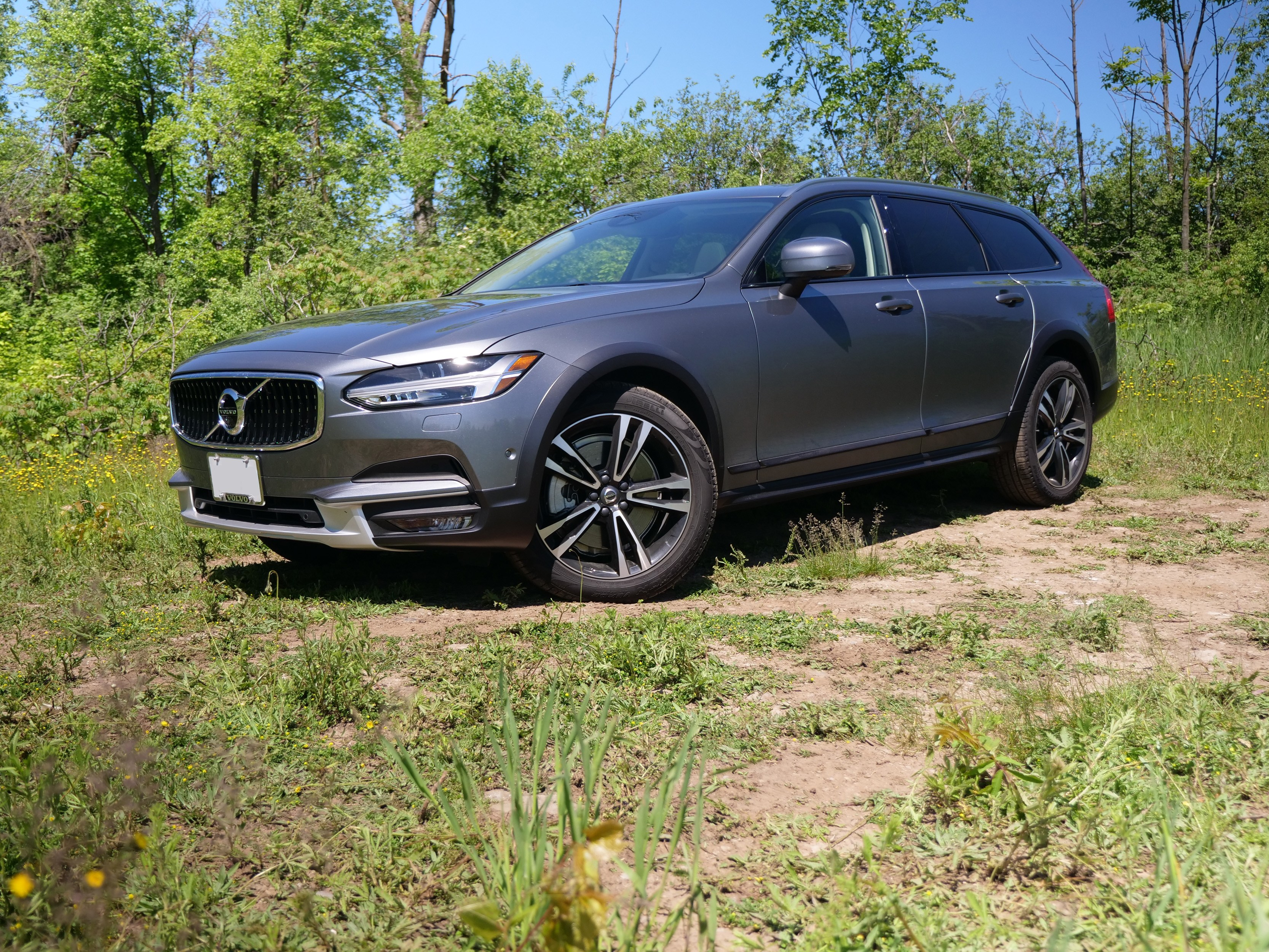 Who Owns Volvo >> 2017 Volvo V90 Cross Country Review - AutoGuide.com