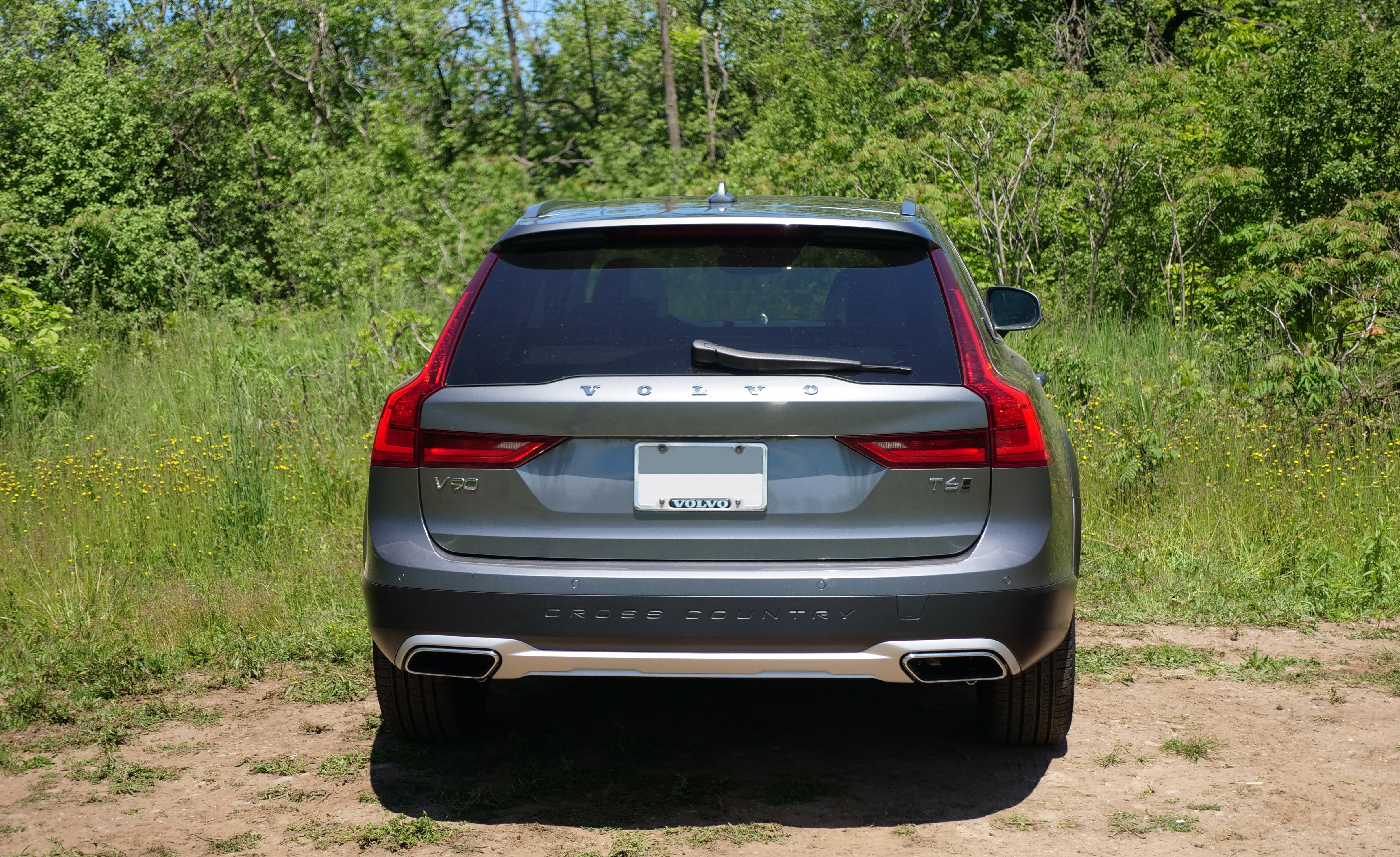 2017 Volvo V90 Cross Country Review - AutoGuide.com