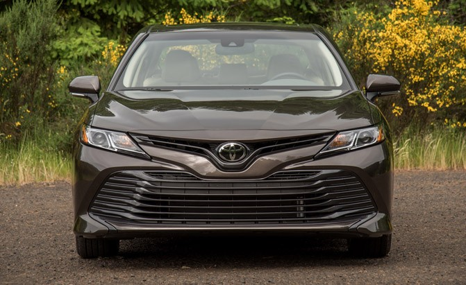 2018-toyota-camry-le-front