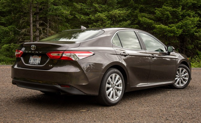 2018 toyota camry. beautiful 2018 2018toyotacamrylerearthreequarter and 2018 toyota camry r