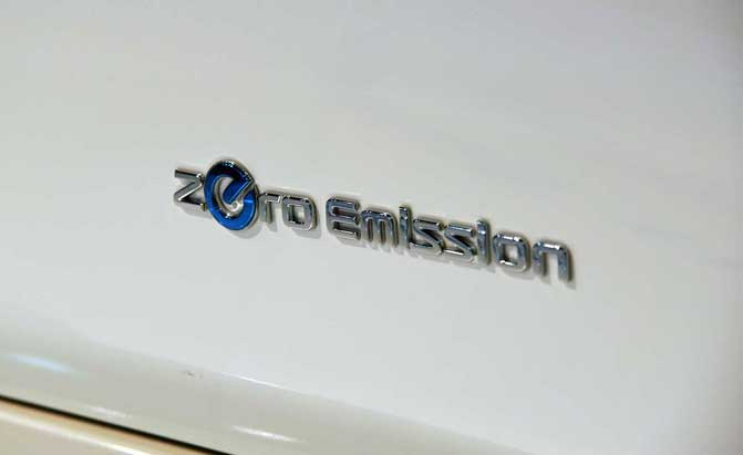 2018-nissan-leaf-badge-02
