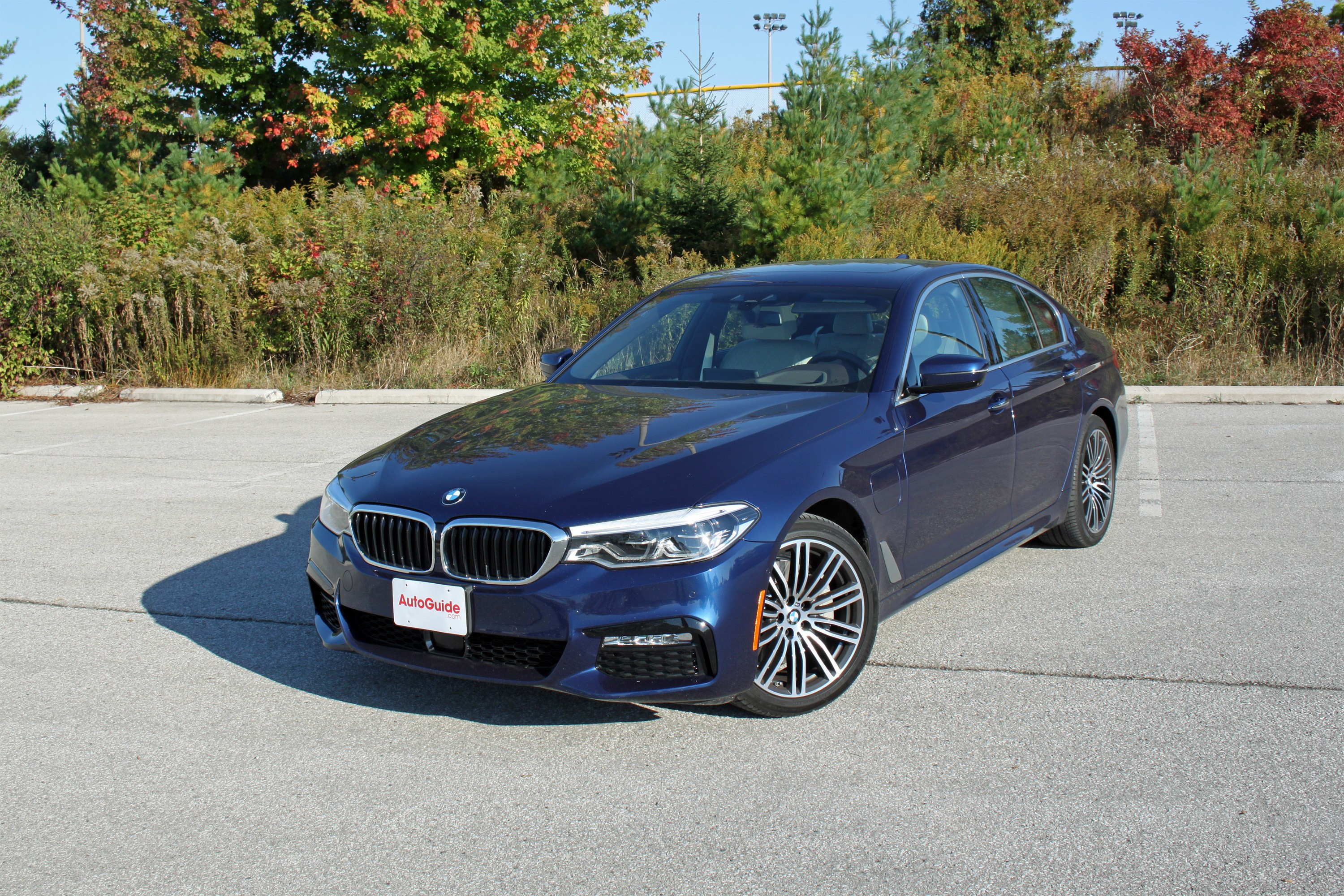 5 Reasons The 2018 Bmw 530e Plug In Hybrid Is Better Than The Gas Only Model 187 Autoguide Com News