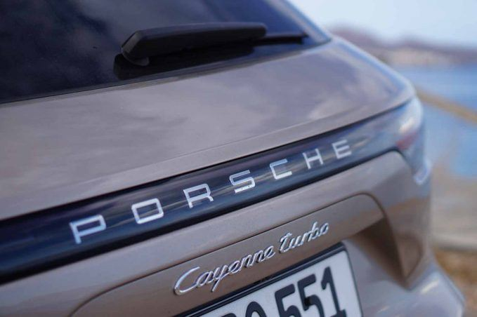 2019-porsche-cayenne-review-lai-41