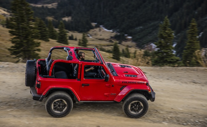 New 2018 Jeep Wrangler Jl Debuts With 3 Engine Options Upscale Cabin Autonews