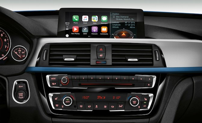 bmw wants to charge owners 80 a year for apple carplay news. Black Bedroom Furniture Sets. Home Design Ideas