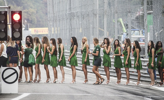 Custom 2018 F 150 >> Formula 1 Waves Goodbye to Grid Girls for 2018 Season » AutoGuide.com News
