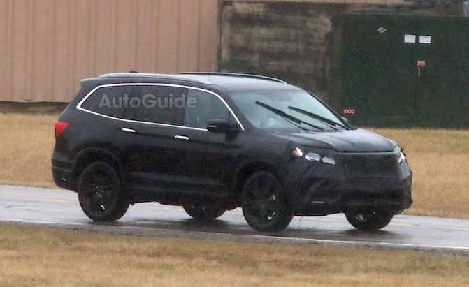 2019 honda pilot partially revealed in new spy photos. Black Bedroom Furniture Sets. Home Design Ideas