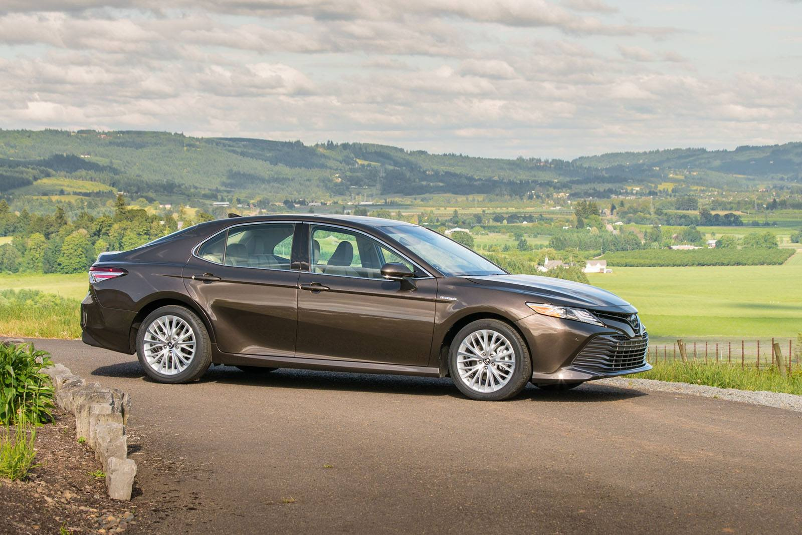 2018 toyota camry hybrid review news. Black Bedroom Furniture Sets. Home Design Ideas
